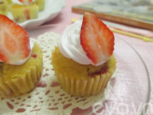 Cupcake dâu tây thơm ngon cho bé
