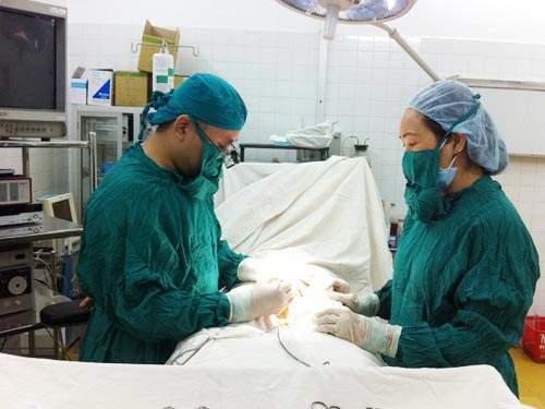 Một ca phẫu thuật nam khoa tại Bệnh viện Bình Dân TP HCM. (Ảnh do bệnh viện cung cấp)