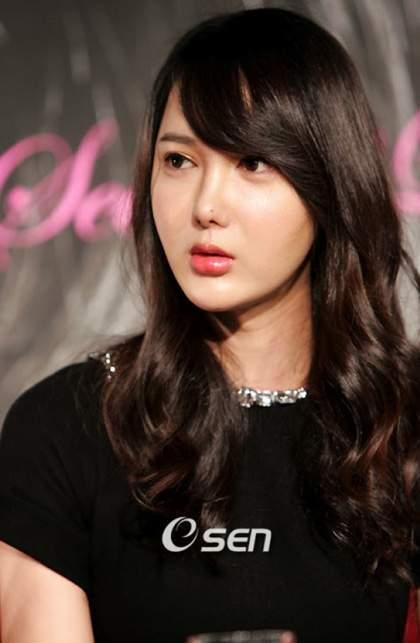 Lee Si Yeon