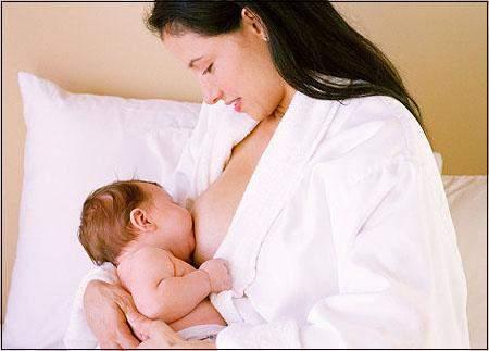 Chăm sóc trẻ trong tháng đầu, lưu ý khi chăm sóc trẻ trong tháng đầu, Tắm cho trẻ sơ sinh, nâng đỡ và âu yếm trẻ sơ sinh, Vệ sinh cho trẻ sơ sinh, giấc ngủ của trẻ sơ sinh, cho trẻ sơ sinh bú, thay tã cho trẻ sơ sinh