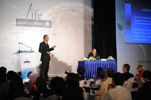 Các nhà khoa học đến từ nhiều quốc gia trên thế giới trinh bày báo cáo tại  Hội thảo quốc tế về hỗ trợ sinh sản Life 2014