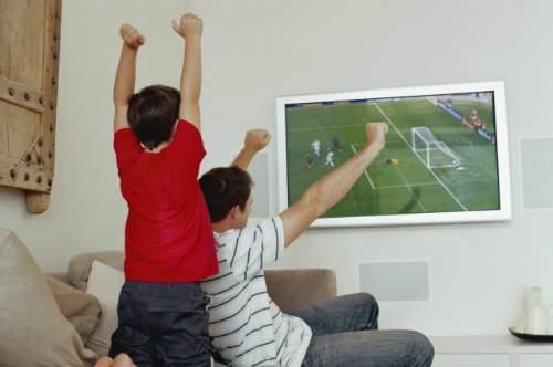 Bố và con, world cup, cha dạy con, xem bóng đá, bài học, dạy trẻ, kinh nghiệm làm cha, chăm sóc trẻ