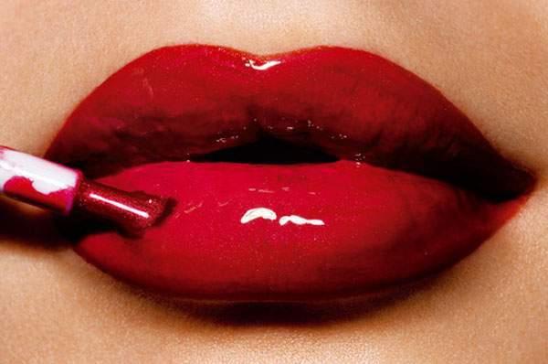 Làm đẹp, trang điểm, make up, lỗi trang điểm, nước hoa, đánh phấn, mi giả, tóc khô cứng, son môi đậm