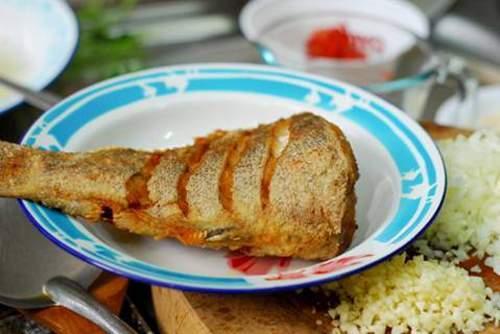 Món ngon, cá chiên, cá đỏ dạ, cá chiên giòn sốt tỏi, món chiên ngon, món ngon từ cá