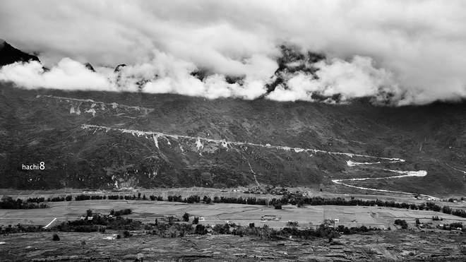 Dốc tại Cán Tỷ, cung đường như mũi tên đâm xuyên núi trời hùng vĩ.