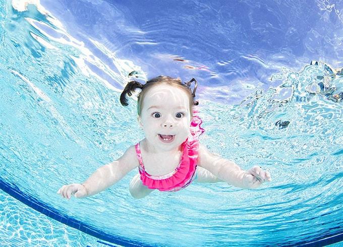trẻ em , ảnh đẹp , chụp hình đẹp, bé dưới nước, trẻ dưới nước,