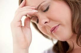mãn kinh, giai đoạn mãn kinh, phân loại mãn kinh, dấu hiệu, triệu chứng, nguy cơ, loãng xương, tim mạch, phòng tránh