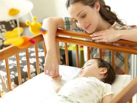 em bé, giấc ngủ, số giờ ngủ, 3 tháng đầu, hình thành thói quen, giấc ngủ ngày đêm, nằm sấp, nằm ngửa, lưu ý