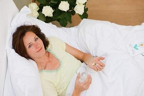 sốt hậu sản, tuyến vú, âm hộ, tầng sinh môn, nhiễm khuẩn huyết, tử cung, sót rau, băng huyết,