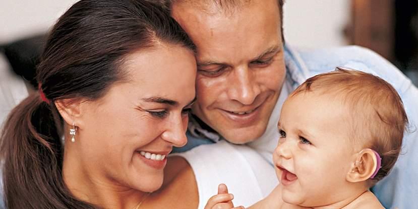 câm điếc bẩm sinh, di truyền, mắc phải, mang thai, gen, nhiễm sắc thể, kháng sinh, tập nói,