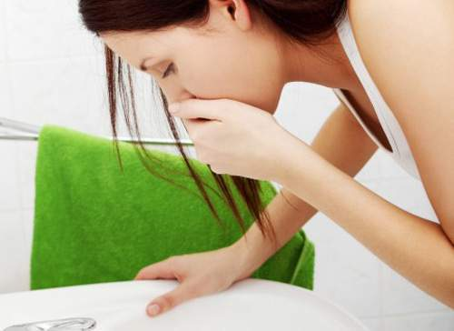 phụ nữ mang thai, sụt cân, 3 tháng đầu thai kỳ, ốm nghén, nôn ói, không ăn uống, ảnh hưởng, thai nhi, lưu ý, cách khắc phục