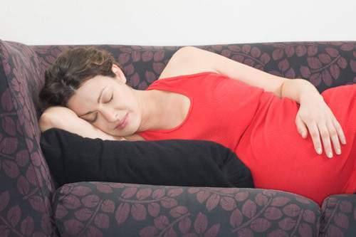 ốm nghén, nguyên nhân, nôn, buồn nôn, Hormone nội tiết hCG, khứu giác nhạy cảm, tiêu hóa, khắc phục