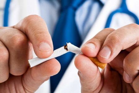 thói quen xấu, ảnh hưởng chất lượng tinh trùng, hút thuốc lá, tắm nước nóng, ăn phomai