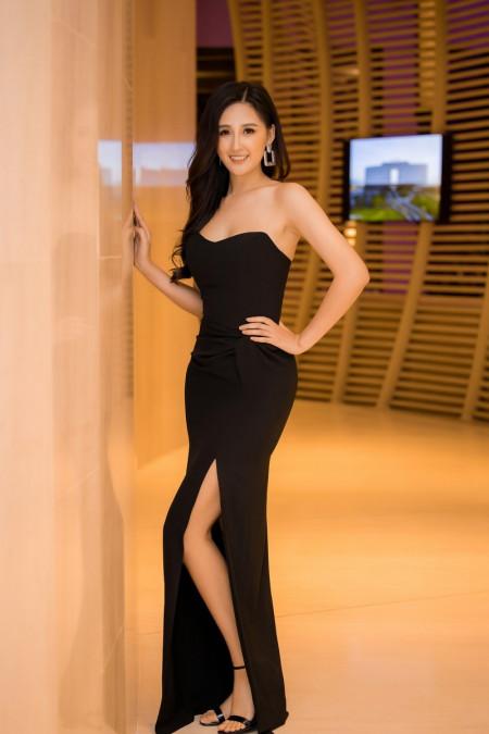 Hoa hậu Mai Phương Thuý, gợi cảm, với váy cúp ngực, Quỳnh Nga