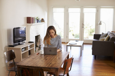 """3 """"kẻ thù"""" làm giảm hiệu suất khi làm việc ở nhà"""