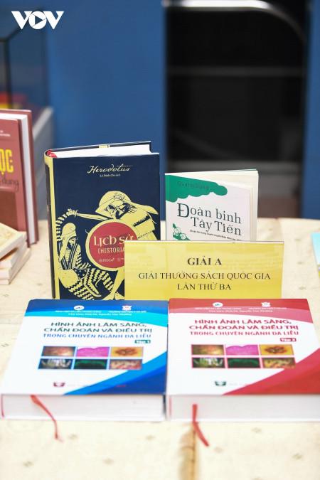 điểm mới giải thưởng sách quốc gia, lễ trao giải thưởng sách quốc gia, giải thưởng sách quốc gia 2020, phó thủ tướng vũ đức đam, vũ đức đam, đoàn binh tây tiến