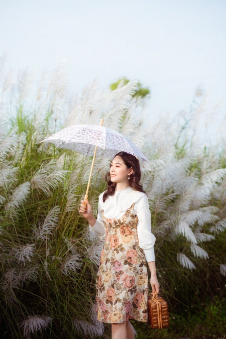 """Bãi cỏ lau trắng tuyệt đẹp hút giới trẻ Hà thành tới """"sống ảo"""""""