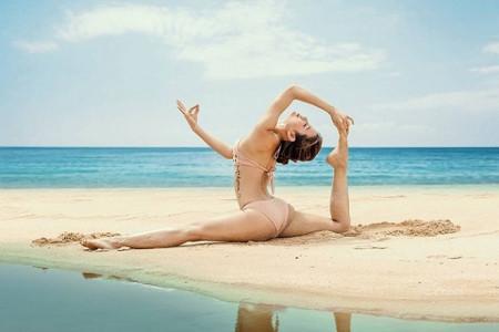 Người đẹp Yoga mê mẩn xoạc chân như Phương Trinh Jolie: Phải chịu đựng ra sao?Người đẹp Yoga mê mẩn xoạc chân như Phương Trinh Jolie: Phải chịu đựng ra sao?