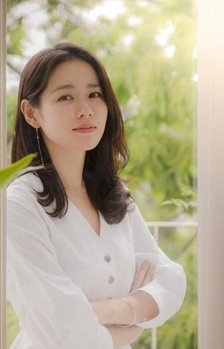 'Chị đẹp' Son Ye Jin tiết lộ mẹo dưỡng trắng da với chanh
