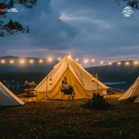 """Tất tần tật về cắm trại sang chảnh - trào lưu """"ngủ lều"""" đang hot nhất Đà Lạt, loạt sao Vbiz cũng phải mê tít"""