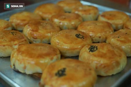 Cận cảnh người Hoa đời thứ 3 ở Sài Gòn làm ra chiếc bánh độc nhất vô nhị