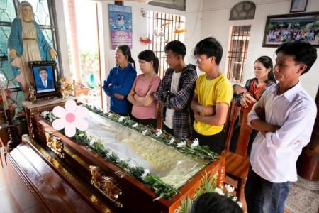 Hoàn cảnh đáng thương của nam sinh viên qua đời khi cứu 4 bạn nữ: Bố tai biến, mẹ đau ốm triền miên, từng mất anh trai vì đuối nước