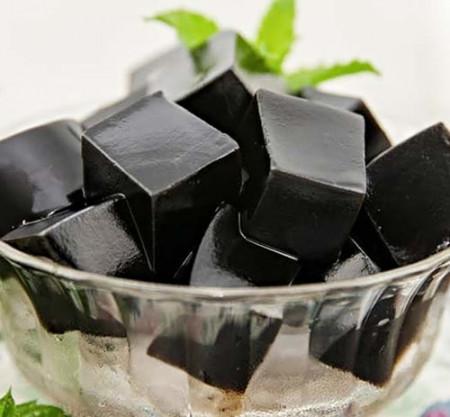 Cách làm thạch đen an toàn từ lá thạch cho cả gia đình