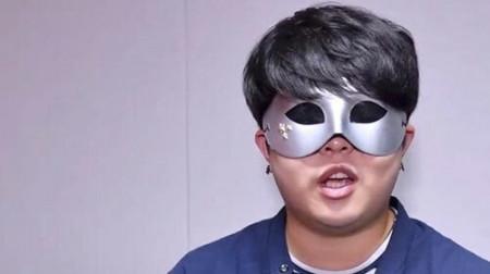 Cú đập bàn thay đổi số phận chàng trai đồng tính Hàn Quốc