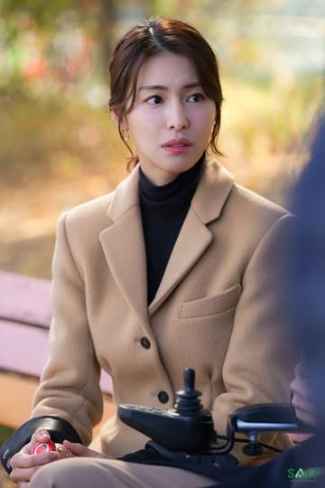 Nữ diễn viên Hàn bị chỉ trích dữ dội vì đóng vai đồng tính