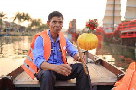 Đưa bạn thân 73 tuổi của ông nội du lịch xuyên Việt