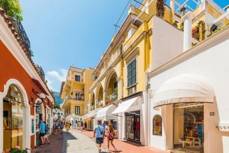 """Choáng ngợp Capri - hòn đảo """"không Covid-19"""" ở châu Âu, điểm nghỉ dưỡng siêu cao cấp của người giàu trời Tây"""