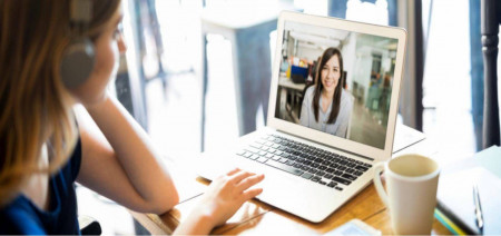 Diện đồ gì khi họp online để không bị soi là kém chuyên nghiệp?