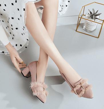 Lựa chọn đôi giày yêu thích để biết tình duyên trong thời gian tới của bạn cực chuẩn