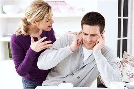 Vì sao đàn ông thường im lặng trong khi cãi nhau với bạn đời?