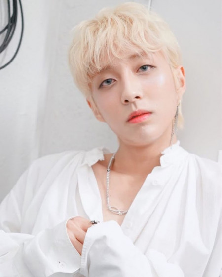 """Tiết lộ sự thật khốc liệt về idol đồng tính trong Kpop: Phải tỏ ra mình """"thẳng"""" và bị """"đuổi cổ"""" nếu công khai chuyện yêu đồng giới"""