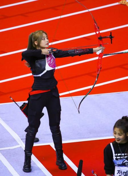 """Trăm nghìn người phát sốt vì 1 nữ thần bắn cung đẹp như tiên tử đang """"náo loạn"""" Olympic, ai dè phải bật ngửa khi biết danh tính"""