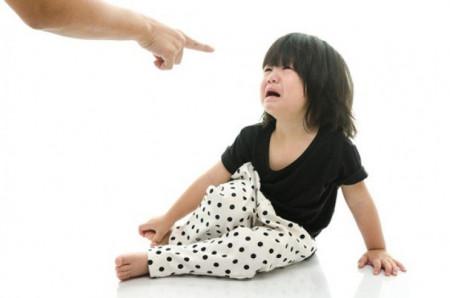 Trẻ nhút nhát, sống thiếu tự tin có thể do cha mẹ đã làm chưa tốt điều này