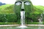 Swarovski Crystal Head, Áo