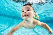 Bộ ảnh bé bơi dưới nước tuyệt đẹp và đầy biểu cảm
