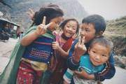 Nụ cười thân thiện của trẻ thơ