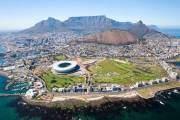 Đường băng Sân bay quốc tế Cape Town mang đến du khách một tầm nhìn tuyệt đẹp về Núi Bàn, danh thắng nổi tiếng của Nam Phi, khi chỉ cách hơn 46 km.