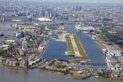 Bạn không cần đi tiếp một chuyến tàu cao tốc khi dừng tại sân bay London City vì nơi đây rất gần trung tâm thủ đô Anh.