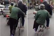 Hình ảnh cụ ông và cụ bà bên nhau trên chiếc xe đạp làm nhiều người liên tưởng tới ngày xưa giản dị.