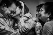 Tại nhiều nước phương Đông, sau đám cưới cô gái phải về nhà chồng làm dâu, lễ cưới đôi khi còn đánh dấu sự chia cắt và mang đến nhiều cảm xúc trái ngược.
