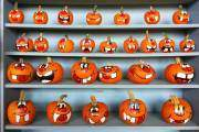 Lễ hội Halloween được tổ chức rất nhộn nhịp vào mùa thu. Bí ngô là món đồ trang trí không thể thiếu ở mỗi nhà trong ngày Halloween.