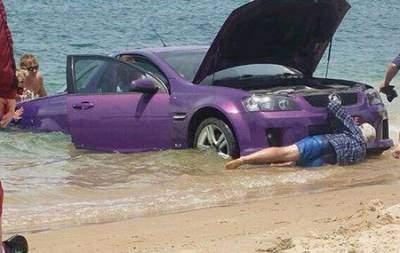 Đưa xế hộp đi tắm biển.