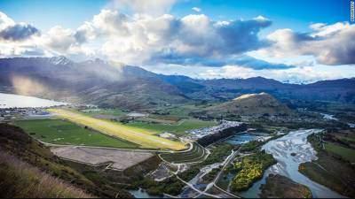Queenstown là sân bay quốc tế duy nhất ở  khu vực tây nam của Đảo Nam, New Zealand.