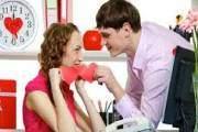 chồng say nắng, dấu hiệu ngoại tình, ngoại tình với đồng nghiệp, nhắn tin, mách bố mẹ chồng, ly hôn, họp gia đình,