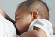 trẻ sơ sinh, bé ngạt thở khi bú mẹ, cẩn thận khi cho con bú, cua so tinh yeu