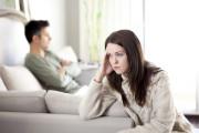 Chồng ngoại tình, ghê tởm, gần chồng, đau đớn, đào bới quá khứ, hận chồng, báo cho gia đình